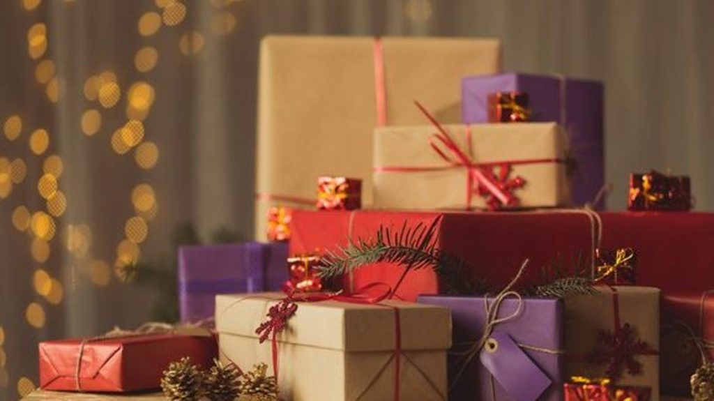 holiday-gifts_gettyimages-495840314_large