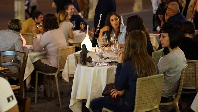 Cenaren una terraza (2)