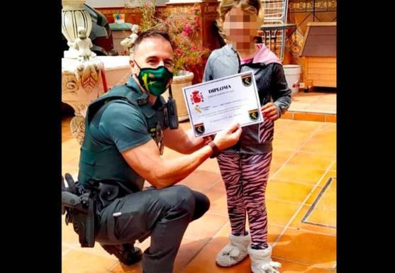 una-nina-de-siete-anos-salva-la-vida-de-su-madre-tras-llamar-al-112 (2)